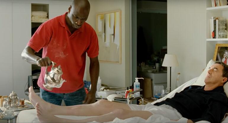 Driss opiekuje się niepełnosprawnym Philippem w filmie Nietykalni